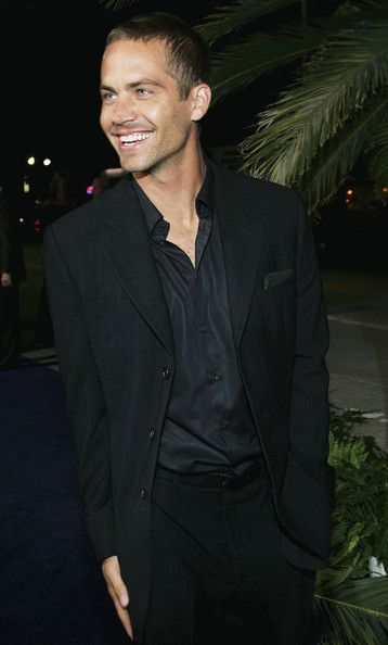 """Paul Walker Photos Photos - Actor Paul Walker attends the premiere of Sony Pictures 'Into the Blue' at the Mann Village Theatre on September 21, 2005 in Westwood, California. - Premiere Of Sony Pictures """"Into The Blue"""" - Arrivals"""