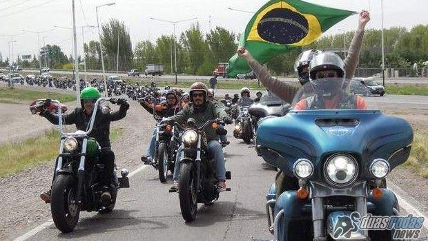 Um trem gigante, centenas de motociclistas e a manifestação agendada para o dia 13 março, no Rio de Janeiro