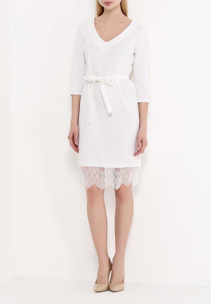 Платье молочного цвета с кружевом по линии низа от Maria Golubeva. Детали: V-образный вырез,рукава 3/4,пояс цвета платья, отделка подола из нежного французского кружева.