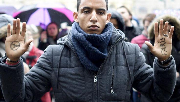 Schweigeminute für die Opfer der Anschläge in Paris: Rennes