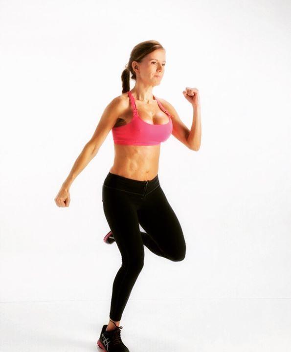 🇺🇸English translation below👇🏻 ¿Quieres tener un cuerpo voluminoso o con curvas? ¿Alguna cuerpa por ahí? Este protocolo basico es para ti! Tipo II Entrenamiento Cardiovascular: Ejercicios cortos, de Alta Intensidad y frecuencia cardiaca (HIIT). Duración: 12-20 Minutos máximo. Cantidad: 2 o 3 sesiones por semana. Entrenamiento con resistencia: Pesos altos 6-8 repeticiones. Series: 4-5 Duración: 45 Minutos Cantidad de la sesión: 5-6 por semana Si quieres saber mas detalle sobre los…