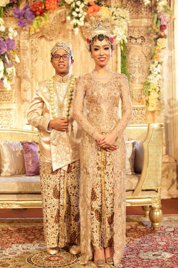 Javanese traditional wedding | One Couple's Exquisite Javanese Garden Wedding | http://www.bridestory.com/blog/one-couples-exquisite-javanese-garden-wedding