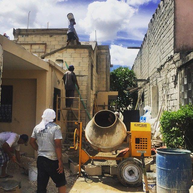 Día de colado! #rentas #revolvedora #rentasdeequipos #cipsa #aleman #andamios #architecture #arquitectura #arrendamiento #andamiosespinosa #obra #obracivil #merida #mezcladora #ingenieria #concreto #construccion #diadelachicharra  los mejores equipos para tus obras! http://ift.tt/1NG4brt by andamios_espinosa