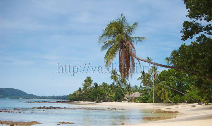 Ко Мак – это маленький остров среди тропиков, который на Востоке омывается Сиамским заливом. Ко Мак находится относительно близко к материку, не более, чем в 40 километрах от провинции Трат. Остров относится именно к этой провинции. Так как остров сравнительно небольшой, то и жителей здесь не так много (не более 600 человек).