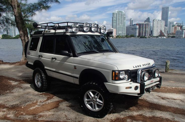 La Aduana: 2004 Discovery II - It's no secret I have a duplicitous relationship with the Land Rover Discovery II. As much as I loathe them, I love them. I liken it to Stockholm Syndrome. Once you've been captured by a Discovery II, no gross indignity can turn you away. Knowing