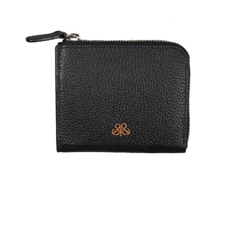 Yay fermuarli kartlik . #functional #leathergoods #unisex #accessories #zipper #cardholder #cardcase #kartlik #cuzdan #wallet #dericuzdan #premiumaccesories #serapaktugleathergoods