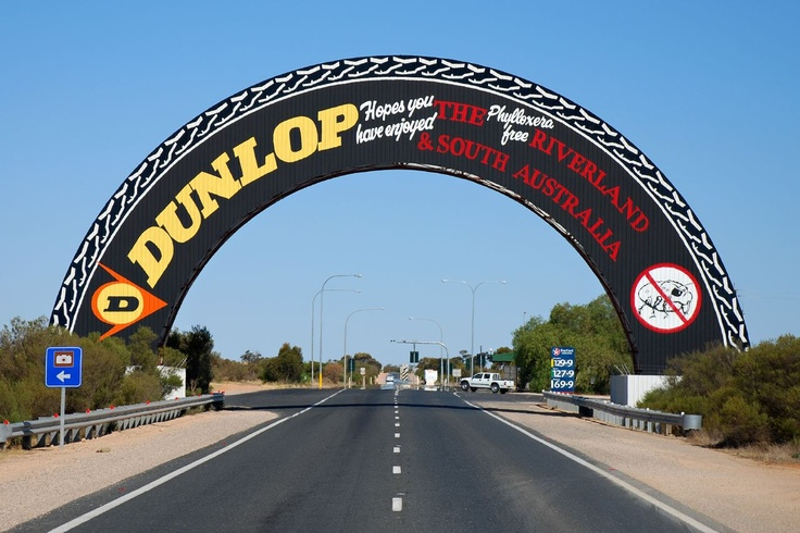 Big things Australia tour • South Australia • The big Dunlop tyre • Nullarbor plain • Sturt Highway