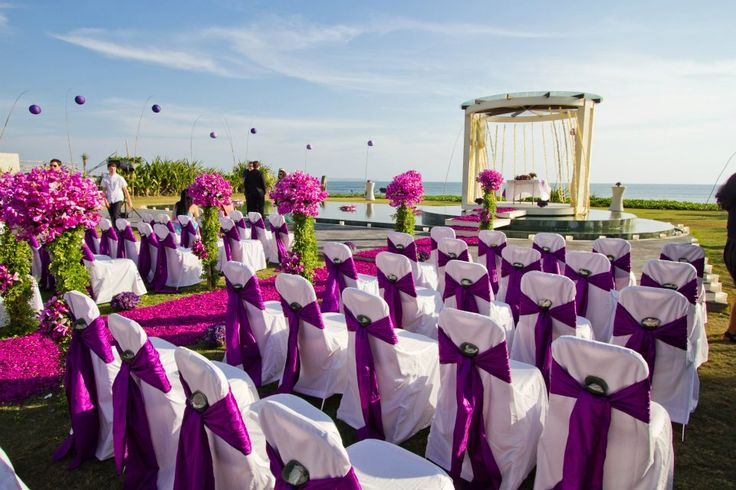 Wedding is perhaps the most important and memorable moment in anyone's life. All wish to celebrate this great moment with their friends and family members and make it as lavish as possible. At the same time, it is also true that large scale celebrations of weddings require massive expenditures as well.