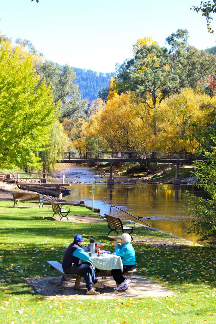 Bright Victoria : Picnic spots by the Ovens River : Alpine Valley Getaways