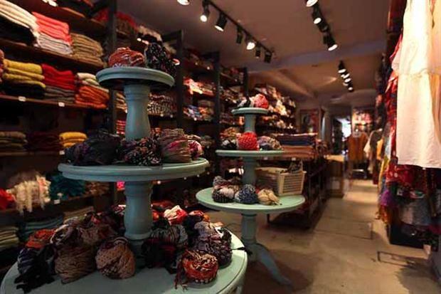 ¡Descubrí los mejores lugares para comprar ropa barata en la avenida Avellaneda!  No podés dejar de conocer los pañuelos de Diwali.         Foto:Guadalupe Aizaga