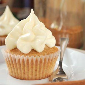 Heute habe ich mal wieder ein paar hübsche Cupcakes für euch. Zum Herbst und Winter gehört für mich neben Kürbis auf jeden Fall immer viel mit Zimt, deshalb habe ich mir ein paar schlichte und einf…