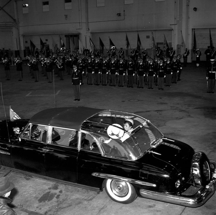 1962. 11 Avril. By Robert L. KNUDSEN. KN-20917. Motorcade in Arrival Ceremonies for the Shah of Iran, Mohammad Reza Pahlavi, and the Empress Farah - John F. Kennedy Presidential Library & Museum