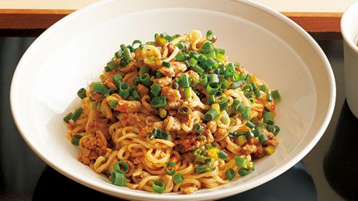 中川 優さんのインスタントラーメンを使った「四川風あえ麺」のレシピページです。即席ラーメンは、ゆで時間も短く保存期間も長いので買い置きにピッタリ。ピリ辛あえ麺を、家庭でもつくりやすくアレンジしました。 材料: インスタントラーメン、豚ひき肉、A、B、サラダ油