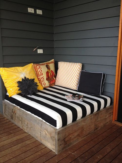 Outdoor #daybed #DIY. Love the pillows!