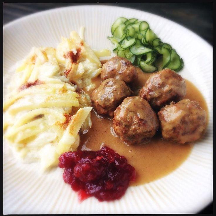 Rever essa foto deu fome e saudade de Estocolmo ao mesmo tempo  Procura almôndegas suecas Malas e Panelas no Google que vocês chegam à receita rapidinho! #malasepanelas #receita #comidadeviagem #smorgasbord #estocolmo #almondegas #suecia #comidasueca #swedishfood #swedishmeatballs #foodporn #fotodecomida