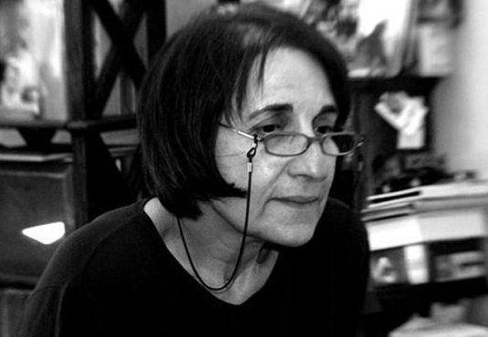 #Μαρία_Κυρτζάκη: στη μέση της ασφάλτου- Πορεία του φωτός μέσα στη νύχτα -----------------------------------------------   Εις Μνήμην   Γράφει η Ελένη Χωρεάνθη #book #review #poetry #inmemory   http://fractalart.gr/maria-kyrtzaki/