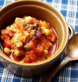 秋も深まり、朝晩はだいぶ寒くなってきましたね。この時期になると、あったかいスープが飲みたくなりませんか?野菜をたくさん入れて食べるスープにするもよし、パンと一緒に飲むのもよし。ストックしてあると便利なトマト缶と大豆の水煮を作って作るスープレシピをご紹介します! ■栄養満点!チキンビーンズ  ツイてない日。 & *栄養満点!チキンビーンズ*by かなみにぃさん 15~30分 人数:4人 野菜やミック