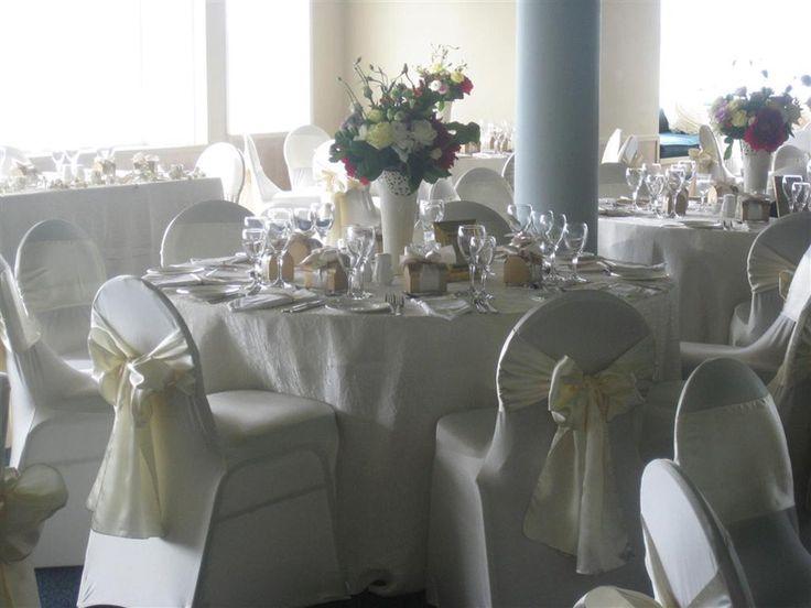 Stoltrekk og sløyfer   Stoltrekk og bordkort til bryllupet. Happy Lights, tilbehør bryllup, selskap, dåp og konfirmasjon, gratis frakt - stort utvalg til bryllup, dåp og konfirmasjon, billigste stoltrekkene, nettbutikken med best service og størst utvalg til bryllup. Hus og hje