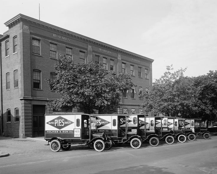 Fleet of Pie Delivery Vehicles - Getty Images/Getty Images