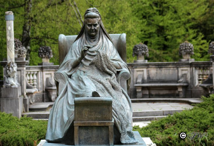 Peles Castle - Statue Elisabeth of Wied