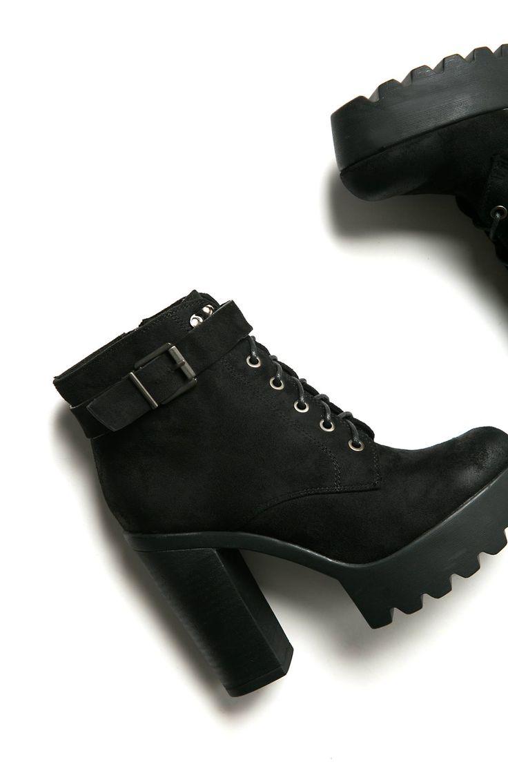Regular fit. Ηigh heel ankle boots.Regular fit. Track sole. Side zip closure. Rounded toe. Block heel. Heel Height 7cm. Boot Height 3cm. https://www.modaboom.com/product-272.html