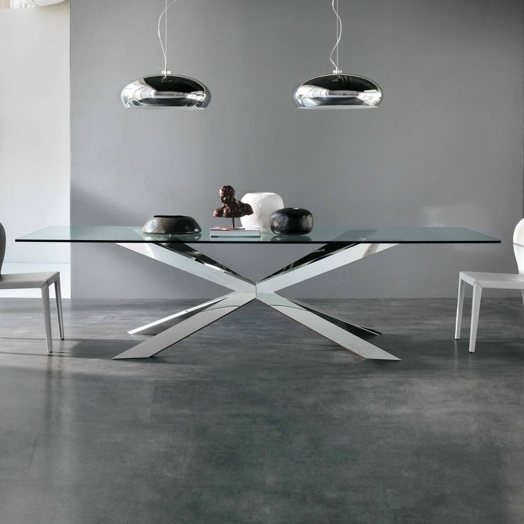 Stainless steel table and crystal clear mod. Spyder, Cattelan. // Mesa de ace...