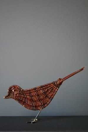 oiseau en osier brut et structure en métal. k-batz, atelier de vannerie…