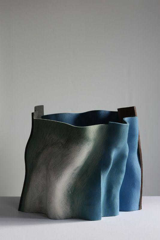 Galerie Heller - MainFrame, Ken Eastman The widths of the years / H 34 cm, ceramic vessel