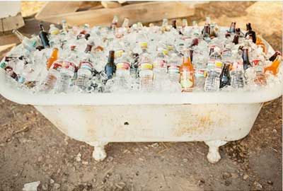backyard wedding ideas putting drinks on ice in bath tub