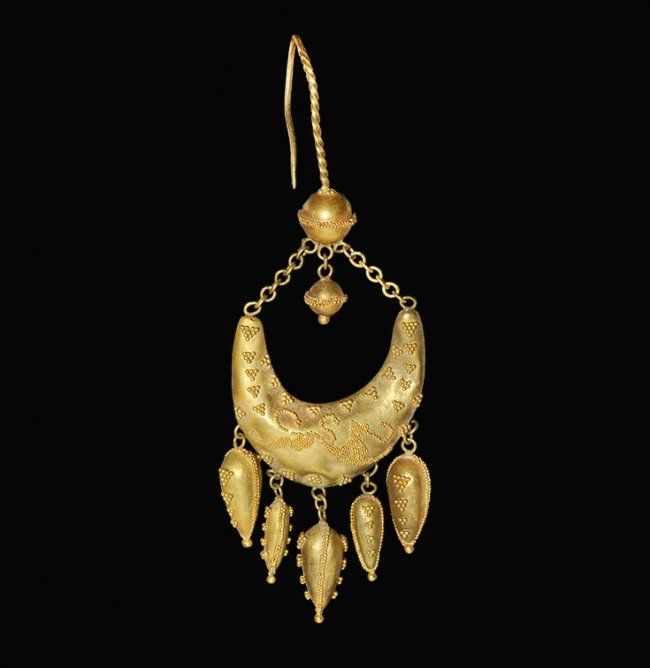 Greek Gold Filigree Earring with Leaping Lion, 5th-3rd century B.C.