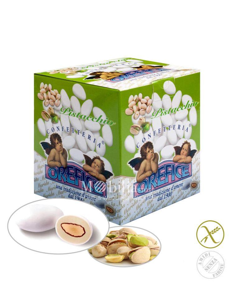 Confetti in promozione ripieni senza glutine pistacchio Orefice con deliziosa mandorla racchiusi da un sottile strato di zucchero a velo.