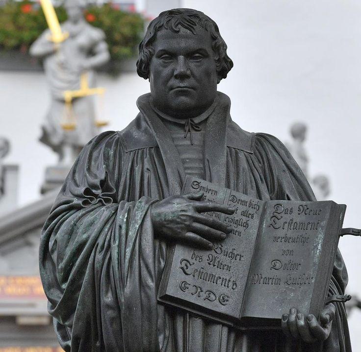 Vor 500 Jahren soll Martin Luther seine 95 Thesen an die Wittenberger Schlosskirche geschlagen haben. Zum Jubiläum gibt es in allen Bundesländern einen Feiertag. Auf Dauer wäre das ganz schön teuer.