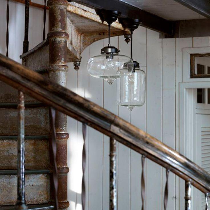 Merci från Pholc. En snygg takpendel i glas som ger ett fint ljus i rummet.