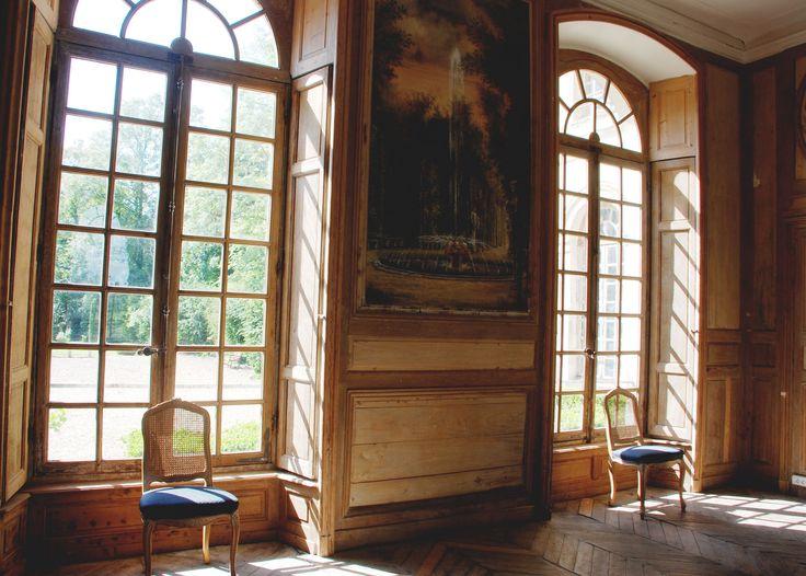 chateau de montgobert - le grand salon - vue sur le parc