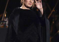 Adele acude a la Torre Grenfell de Londres para mostrar su apoyo a las víctimas