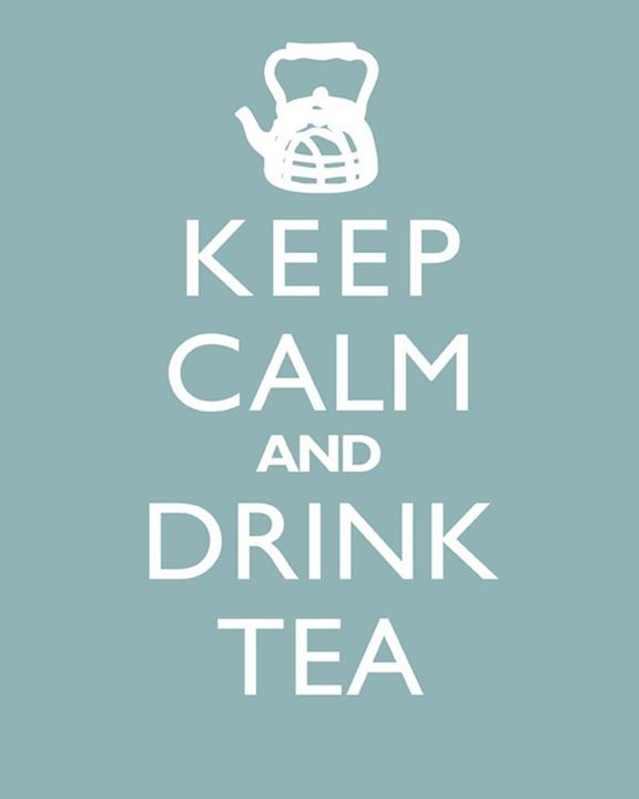 """Keep calm and drink tea"" (""Mantén la calma y bebe té"")."
