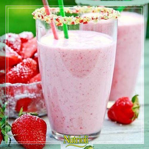 ¿Sabías que la fresa es una de las frutas con más antioxidantes?   Esto gracias a su alto contenido de vitamina C. Comienza tu día con este licuado de fresa energético.   Necesitarás: 8 fresas (asegúrate que estén lavadas y desinfectadas) 250 ml. de leche 1 cucharada de miel 1 cucharada de amaranto  5 almendras  Mezcla todos los ingredientes en la licuadora , sirve en un vaso y a ¡disfrutar!.