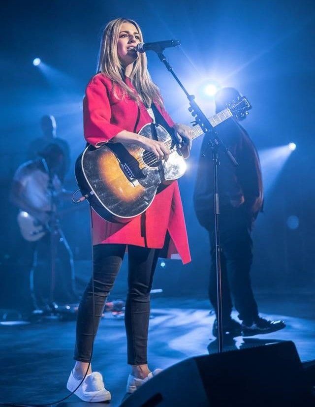 Brooke Fraser Ligertwood 2018 Hillsongworship Worship Outfits Worship Leader Outfit Hillsong United