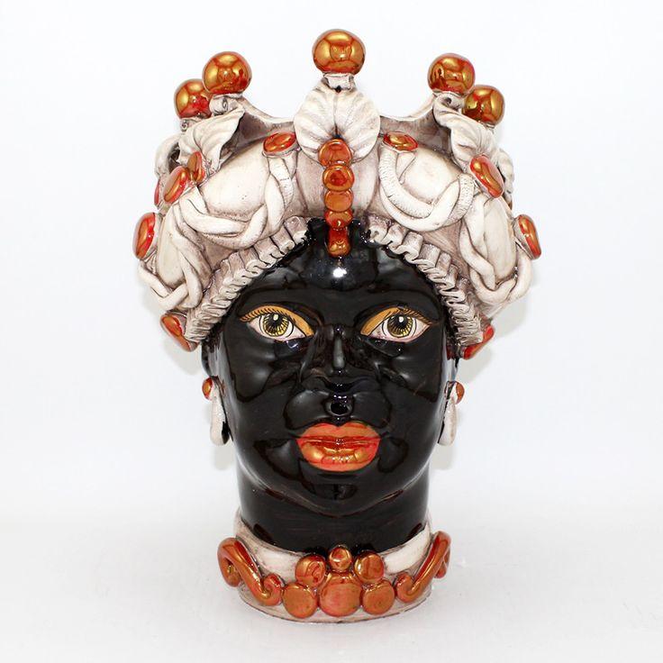 """Testa in ceramica di Caltagirone, modello con Lustri Rosso Rubino riflessi Oro, collezione """"Verus"""".   Dim. cm 30 x H. cm 40."""