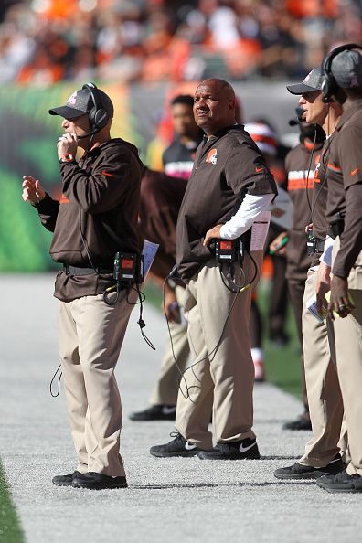 Browns vs. Bengals:     October 23, 2016  -  31-17, Bengals  -      Head Coach Hue Jackson (C) of the Cleveland Browns watches as his team takes on the Cincinnati Bengals during the fourth quarter of the game at Paul Brown Stadium on October 23, 2016 in Cincinnati, Ohio. Cincinnati defeated Cleveland 31-17. (Photo by John Grieshop/Getty Images)