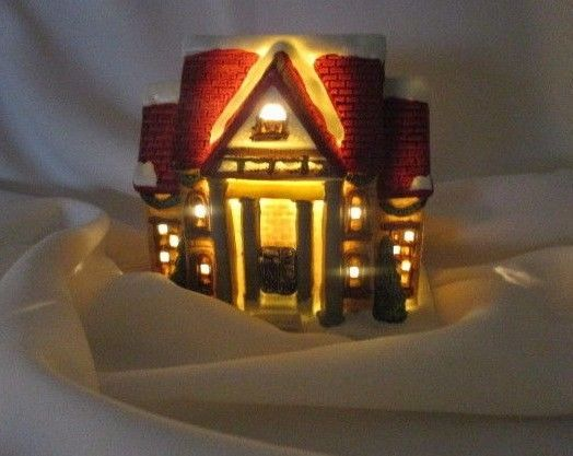 "Canadian Tire Christmas  Village Home Illuminated Porcelain Ornament  10 cm (4"")"
