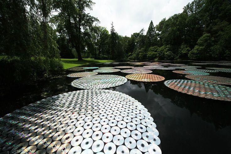 Instalação de Iluminação em Longwood Gardens. Bruce Munro. Longwood Gardens, Kennett Square, Pensilvania, Estados Unidos. 9 de Junho a 29 de Setembro de 2012.