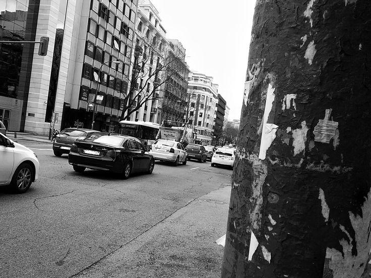 Trafico en el barrio Salamanca de Madrid