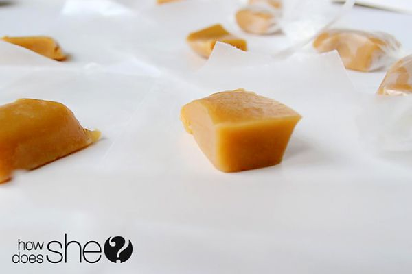 15 Minute Caramels! These things are amazingly delicious and easy to make! Perfect for holiday treats or gifts! #caramels howdoesshe.com