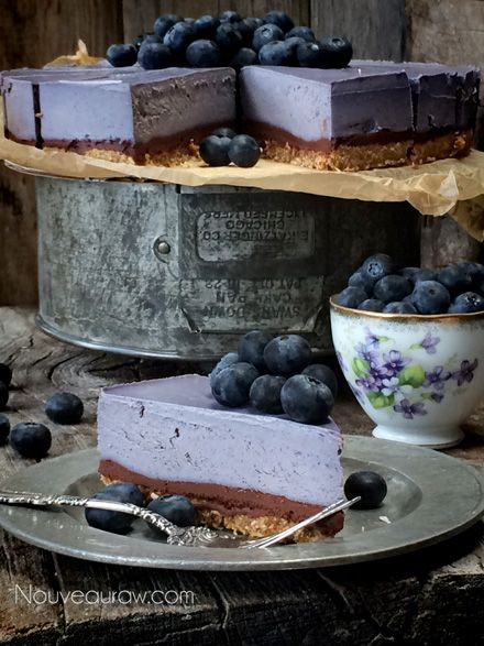 _Raw-Bountiful--Blueberry--Chocolate-Ganache-Cheesecake1