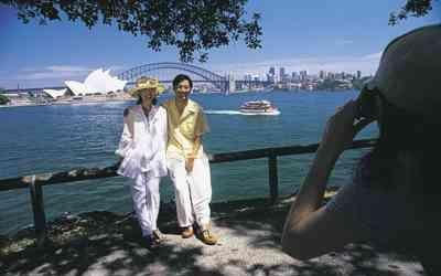 Sydney Walking Tour - Circular Quay to Hyde Park....must check this out.