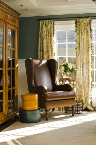 traditional family room by Jana Happel Interior Design: California Cottages, Living Rooms, Interiors Design, Home Colors Schemes, Reading Chairs, Families Rooms Design, Leather Chairs, Traditional Families Rooms, Wallpapers Design