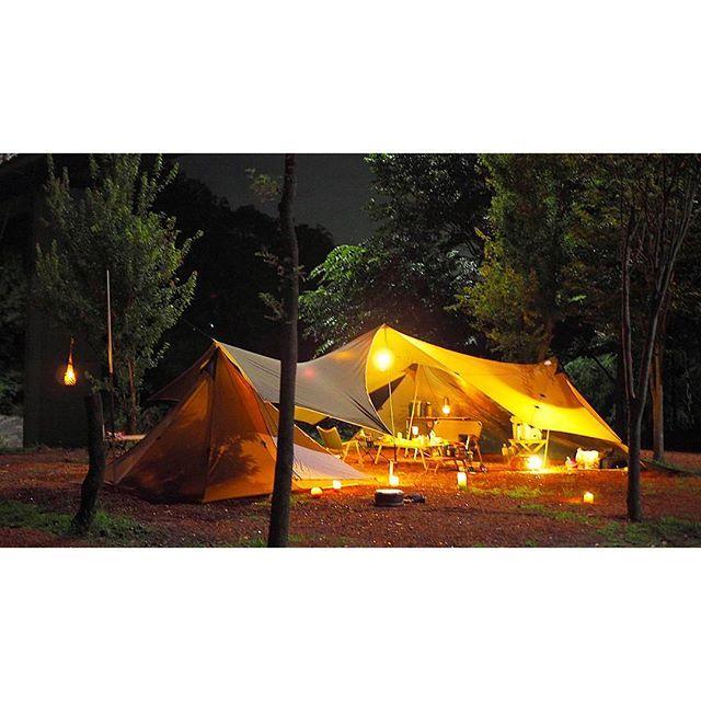 【shizka.549】さんのInstagramをピンしています。 《今日はココで寝てますナウ💤☺ ランタンとキャンドル盛り✨🎪🎄パパと娘っコはくっつきながら寝ちゃったな😪😪最近ずっと暑かったのに森の中は涼しい🌃夜風気持ちいい✨楽しい😏 この写真炎と森のカーニバル🎪☺✨みたい😍⬅意味不明😪💕 #キャンプ#camp#キャンドル#炎と森のカーニバル#なんとなく#特に意味なしw#森#outdoor#夏休み》