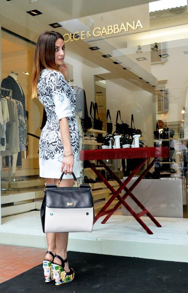 outfit fashion blogger valeria zasa my urban bon ton  con outfit dolce& gabbana con sandali ceramiche di caltagirone teste di moro