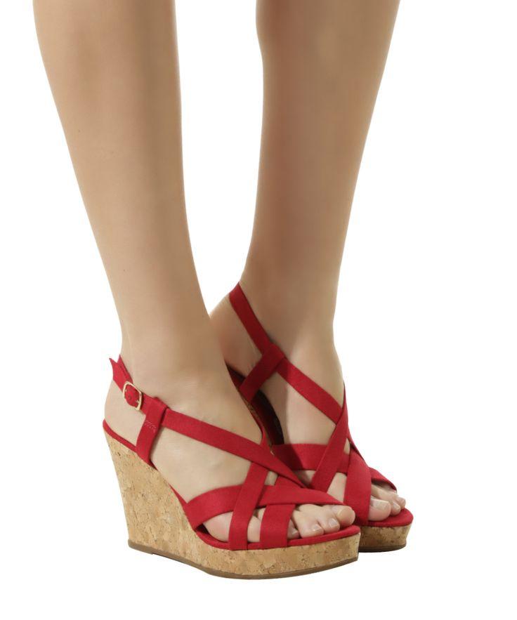 Sandália plataforma em suede vermelha http://lnk.do/rr7a8 Por: R$ 45,99 Sandália desenvolvida em suede, um material com toque aveludado. O modelo tem tiras cruzadas na parte superior e fechamento por fivela com níveis de regulagem. A palmilha é amaciada e o salto plataforma é revestido por cortiça. O solado é emborrachado. #sandalia #sandaliaplataforma #oferta #desconto #sued